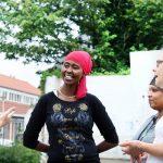 Vrouwen communiceren in Voorstad Deventer